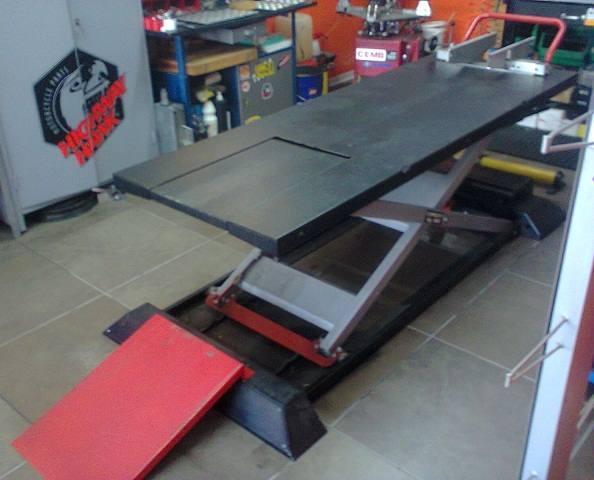 Ponte sollevatore moto 500kg marca mercatinoharley com for Sollevatore auto usato