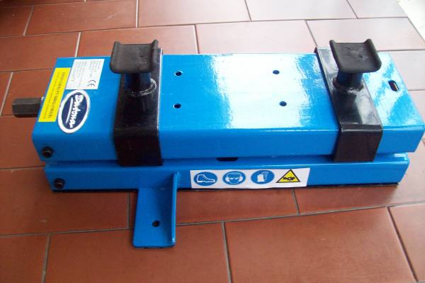 Sollevatore per moto harley davidson made in germania for Sollevatore harley davidson